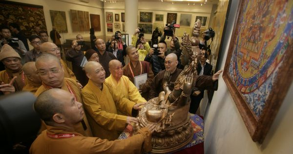 Fine arts exhibition greets Buddhism Congress